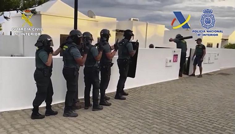 Das Kokain war in einem Haus in Tías versteckt, zu dem sich die Polizei gewaltsam Zugang verschaffte. Foto:Guardia Civil