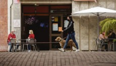 Auf Teneriffa ist die Bewirtung in Restaurants, Bars und Cafés derzeit nur im Freien erlaubt. Innenräume bleiben geschlossen. Foto: efe