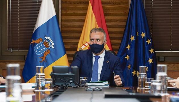 Regierungspräsident Ángel Víctor Torres während der Kabinettssitzung am 29. Dezember, in der beschlossen wurde, dass die außerordentlichen Maßnahmen zur Eindämmung des Virus auf Teneriffa bis 10. Januar verlängert werden. Foto: efe