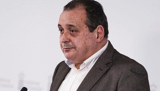 Der kanarische Gesundheitsminister Blas Trujillo gab die neuen inselspezifischen Beschränkungen bekannt. Foto: efe