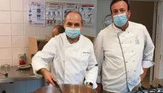 Die Gerichte werden in Einzelportionen aufgeteilt, pasteurisiert und sofort kühlgestellt, um sie anschließend zeitnah zu verteilen. Fotos: Rotary Tenerife Sur