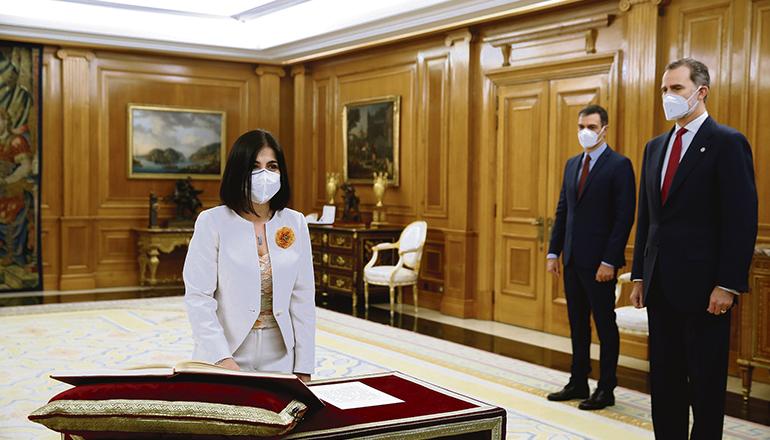 Zuvor hatte die neue Gesundheitsministerin im Beisein des spanischen Königs und des Präsidenten den Amtseid abgelegt. Fotos: efe