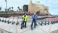 Städtische Angestellte auf dem E-Roller gehören ab jetzt zum Stadtbild von Las Palmas de Gran Canaria. Foto: Ayto. Las Palmas