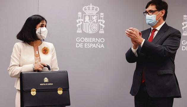 Carolina Darias und der scheidende Minister Salvador Illa am 27. Januar bei der Übergabe des Amtskoffers. Fotos: efe