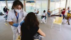 Personen der sogenannten Zielgruppe 1 im spanischen Impfplan, zu der das Pflegepersonal von Seniorenheimen gehört, erhalten derzeit die zweite Impfdosis. Foto: efe