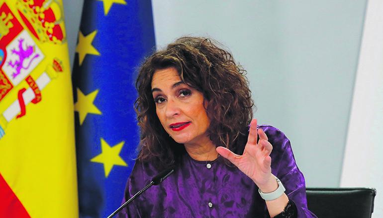 Finanzministerin María Jesús Montero Foto: efe