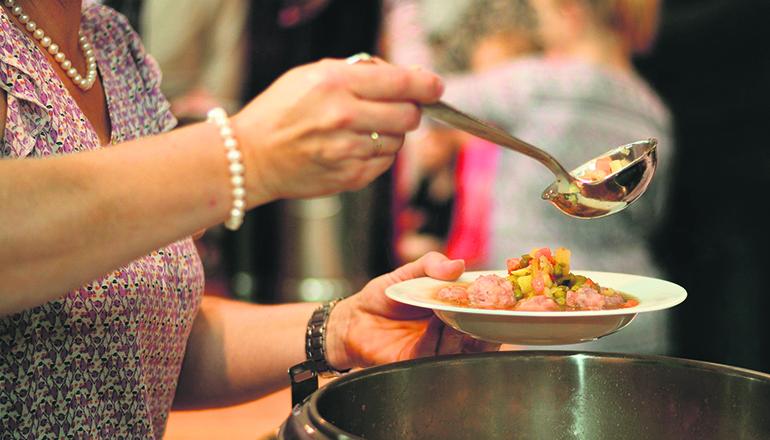 Die Schlangen vor den Suppenküchen werden länger. Durch die wirtschaftlichen Folgen der Corona-Krise sind nach Angaben von Oxfam eine Million Menschen in Spanien in die Armut gerutscht und auf Hilfe angewiesen. Foto: pixabay
