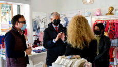 Bürgermeister Francisco Linares in einem Ladengeschäft in La Orotava Foto: Ayuntamiento La Orotava