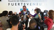 Blas Acosta bei einer Stellungnahme vor Vertretern der Presse unmittelbar nach der Erklärung seines Rücktritts Foto: efe