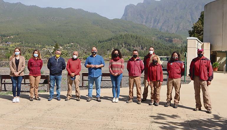 Minister Valbuena und seine Begleiter mit dem Personal des Nationalparks Foto: GOBCAN