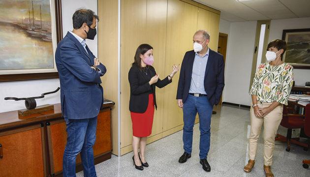 Yaiza Castilla im Gespräch mit Sebastian Ebel Foto: gobcan