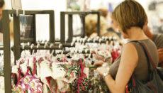 Eine Frau beim Einkaufen auf Gran Canaria Foto: EFE