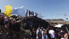 Mitte Juni 2020 sorgten Proteste von Projektgegnern und die Besetzung eines der Baukräne an der Playa La Tejita durch zwei Aktivisten für großes Aufsehen. Foto: efe