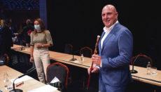 Sergio Lloret nach seiner Vereidigung. Links daneben die neue Vizepräsidentin Lola García Foto: EFE