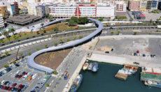 Die geschwungene Brücke überquert die vielbefahrene GC-1. Foto: Ayto. las Palmas de gran canaria