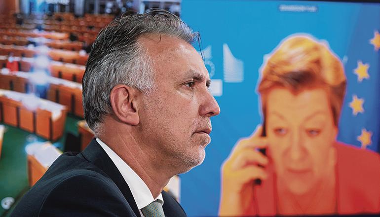 EU-Innenkommissarin Ylva Johansson (r.) nahm den Bericht und die Forderungen von Ángel Víctor Torres zur Kenntnis. Foto: EFE