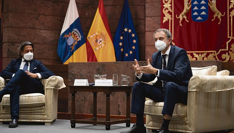 Der ehemalige sozialistische Ministerpräsident sprach auf Gran Canaria auch mit dem regionalen Parlamentspräsidenten Gustavo Matos (l.). Foto: EFE