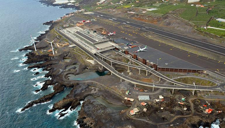 Die Startbahn des Flughafens von La Palma wird instand gesetzt. Foto: Fotos Aereas de Canarias