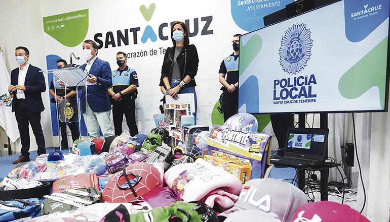 Bürgermeister Bermúdez berichtete in einer Pressekonferenz von dem Erfolg der Ermittlungen. Foto: Ayuntamiento Santa Cruz de Tenerife