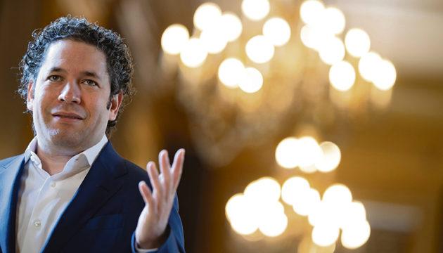 Der venezolanische Maestro Gustavo Dudamel, der zu den talentiertesten Dirigenten der Welt gezählt wird und jüngst zum Nachfolger von Philippe Jordan als Musikdirektor der Pariser Oper ernannt wurde, wird bei den beiden Eröffnungskonzerten des Festivals am Pult stehen.  Foto: EFE