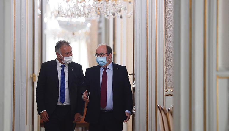 Ángel Víctor Torres (l.) mit dem Minister für Territorialpolitik, Miguel Iceta, nach der Besprechung am 6. April. Foto: EFE