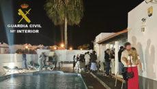 Die Party in einem Ferienhaus in Corralejo war in vollem Gange, als die Polizei erschien.
