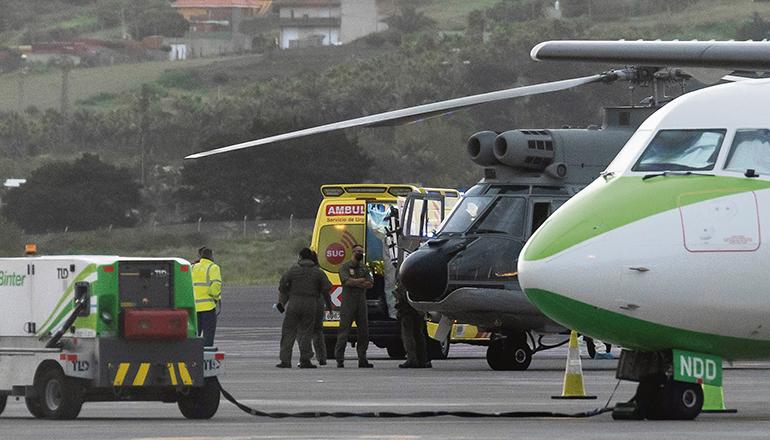 Am Flughafen Los Rodeos auf Teneriffa wurden die drei Überlebenden des Dramas von 3 Rettungswagen in Empfang genommen und in das HUC bzw. HUNSC gebracht. Foto EFE