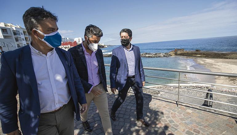 Cabildo-Präsident Martín (r.) besuchte zusammen mit Bürgermeister Luis Yeray Gutiérrez (M.) Bajamar. Foto: cabildo de tenerife