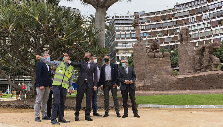 Bürgermeister Augusto Hidalgo (r.) besichtigte den neuen, parkähnlichen Fußgängerbereich. Fotos: Ayuntamiento de Las Palmas de Gran Canaria