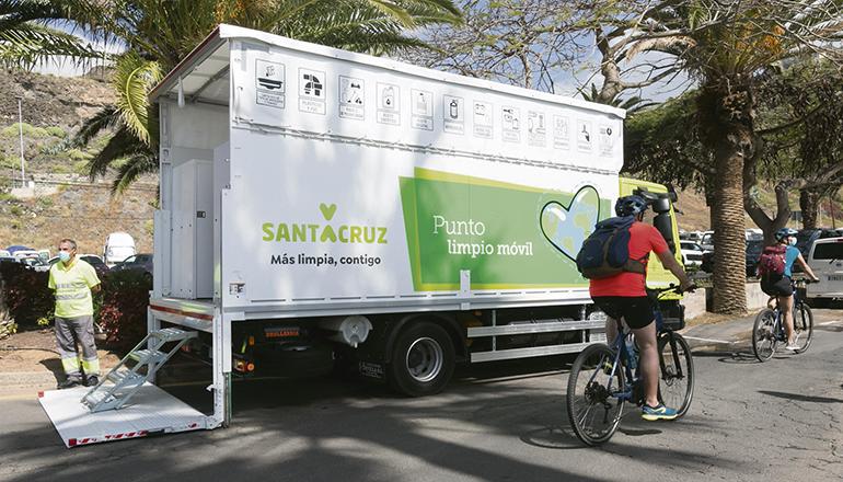 """In Santa Cruz bringt Recyclingmobil den """"Punto Limpio"""" zu den Bürgern. Foto: Ayto Santa Cruz"""