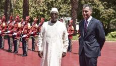 Der senegalesische Staatschef Macky Sall empfing Sánchez mit militärischen Ehren. Foto: EFE