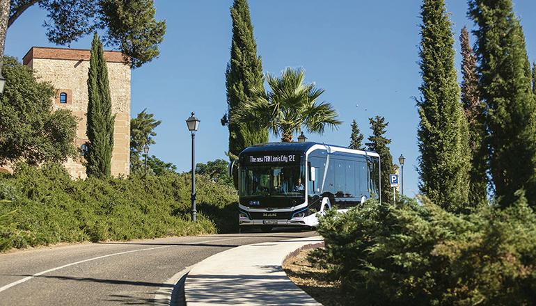 Der Elektro-Bus MAN Lion's City kann bis zu 88 Passagiere befördern. Foto: Titsa