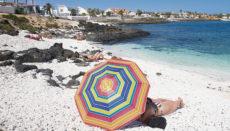 Die Regierung plant auch, demnächst die Ein- und Ausreisebeschränkungen der Warnstufe 3 zu lockern und touristische Reisen unter Vorlage eines negativen Corona-Testergebnisses zu erlauben. Foto: EFE