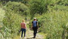 """Zwei Wanderer begehen den """"Camino de las Bestias"""". Foto: Cabildo de Gran Canaria"""
