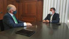Bürgermeister José Manuel Bermúdez sprach mit Binter-Präsident Rodolfo Núñez über eine Verbesserung der Fluganbindung Teneriffas. Foto: Ayuntamiento de Santa Cruz