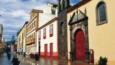 Die Straße, eine beliebte Fußgängerzone in La Laguna, ist von historischen Fassaden gesäumt. Foto: wb