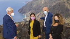 Die kanarische Tourismusministerin Yaiza Castilla (M.) besuchte El Hierro und tauschte sich mit dem Präsidenten der Inselverwaltung, Alpidio Armas (li.), über die für 2021 geplanten Maßnahmen zur Förderung von Tourismus, Industrie und Handel aus. Foto: EFE