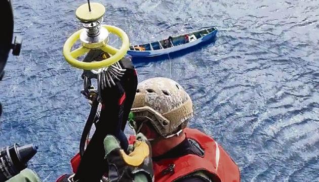 Drama einer Rettung auf hoher See: Für 24 Männer und Jungen kam jede Hilfe zu spät. Foto: EFE