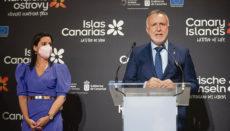 Der kanarische Präsident Ángel Víctor Torres eröffnete zusammen mit der Leiterin des Tourismusressorts, Yaiza Castilla, den Messestand der Inseln. Foto: Noticia