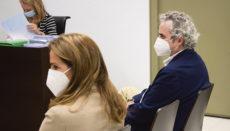 Rechtsanwalt und Bestsellerautor Ildefonso Falcones und seine Frau María del Carmen Rosich vor Gericht Foto: EFE