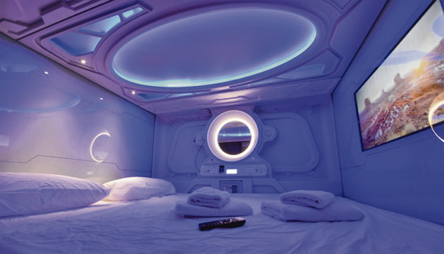 Geradezu futuristisch sehen die Schlafkapseln aus, von denen es insgesamt 66 gibt. Fotos: Moisés Pérez