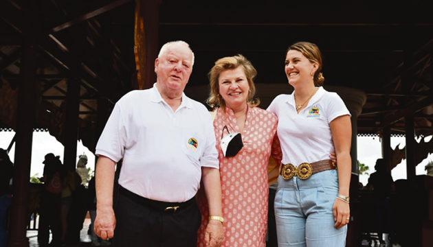 Drei Generationen: Loro Parque Gründer und Präsident Wolfgang Kiessling mit Tochter Isabell und Enkeltochter Cybell, die nun auch in das Management des Parks eingestiegen ist Foto: Moisés Pérez