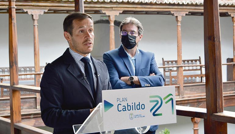 Mariano Hernández (li.) und José Adrián Hernández Montoya, Präsident und Vizepräsident der Inselverwaltung von La Palma, stellten den Plan Cabildo 21 gemeinsam der Öffentlichkeit vor. Foto: Cabildo La Palma