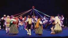 """Die Musiker und Tänzer der Folkloregruppe """"Támbara"""" führen traditionelle Tänze von allen Inseln vor und setzen eine Pilgerreise zur Madonna von Candelaria in Szene. Foto: Ayto La Orotava"""