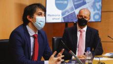 ZEC-Präsident Pablo Hernández (li.) und der Direktor der Zweigstellen Santa Cruz de Tenerife und Las Palmas de Gran Canaria, Alejandro Cañeque, bei der Präsentation des Jahresberichts Foto: EFE