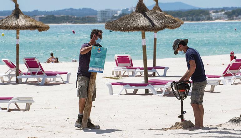 Vorbereitungen für ein perfektes Strandleben Foto: EFE