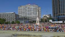 Vox rief zur Protestkundgebung auf der Plaza de Colón auf und Tausende kamen. Foto: EFE