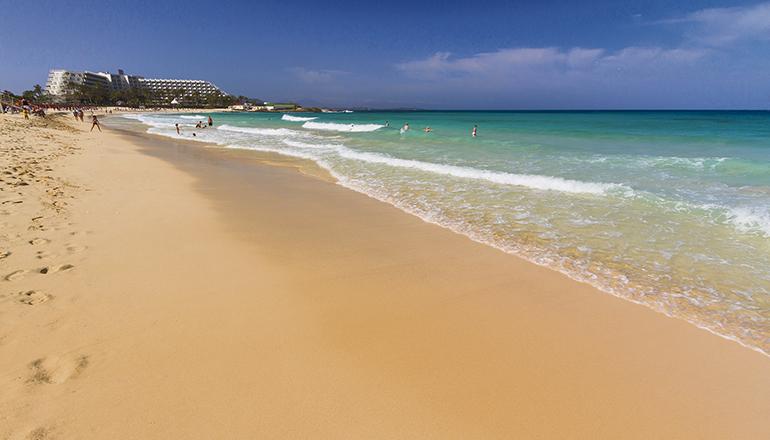 Wozu in die Ferne schweifen... Die Einwohner der Kanarischen Inseln können und sollen die Traumstrände auf den Inseln ihres Heimat-Archipels genießen. Foto: canary islands