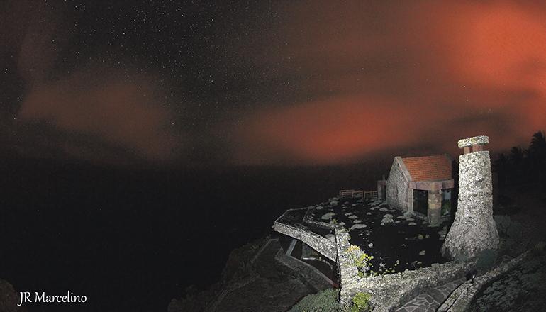 Der Aussichtspunkt Mirador de la Peña bei Nacht Foto: Juan Ramoìn Marcelino