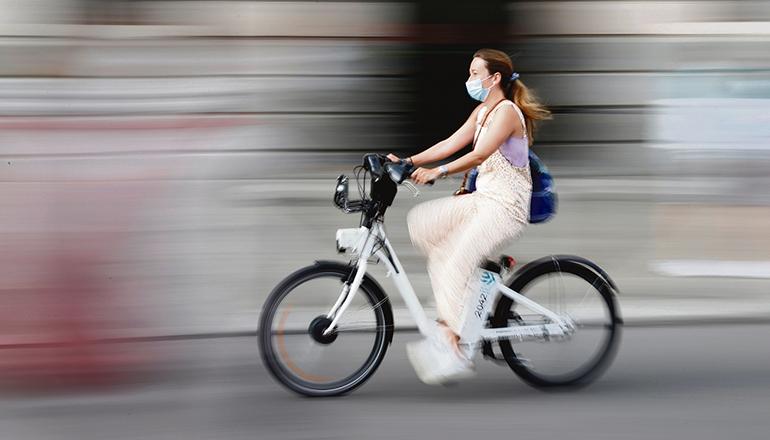 Am 3. Juni, dem Weltfahrradtag, gab es in Madrid auf Initiative der Stadt die Leihräder von Bicimad Go für eine Fahrt von bis zu einer Stunde umsonst. Foto: EFE